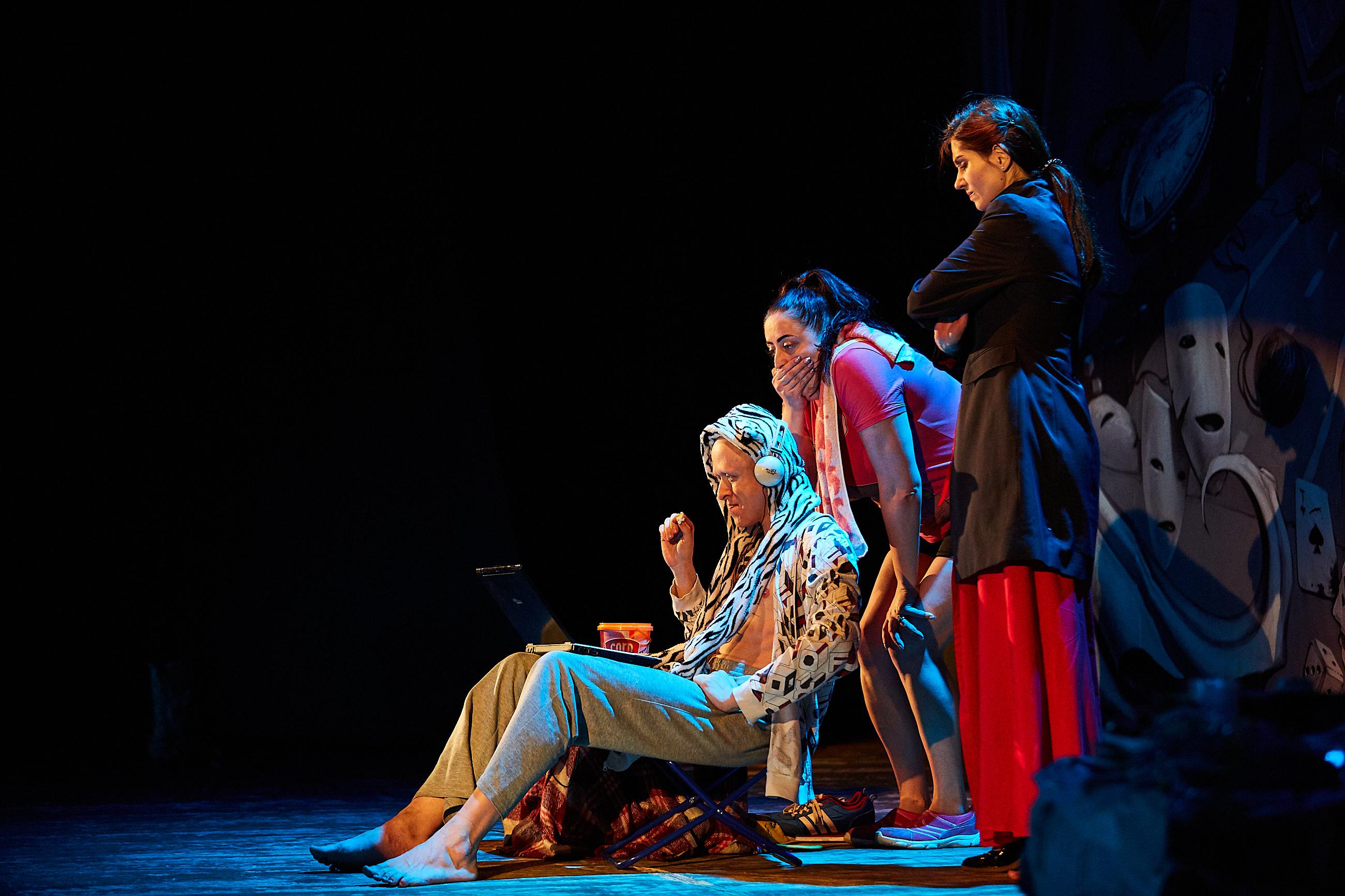 Театральные постановки с эротическим уклоном видео, скрытая съемка девушки с красивой попкой